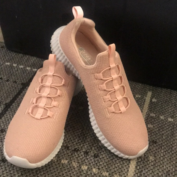 Pink sports shoe
